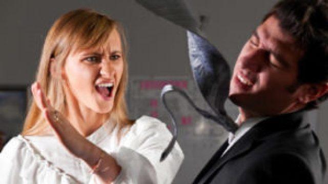 Dieses Bild hat ein leeres alt-Attribut; sein Dateiname ist violent-women-300x168-300x168-1.jpg.